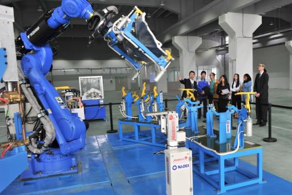 机器人产业发展呈现新趋势或成为各国的国家战略 ()