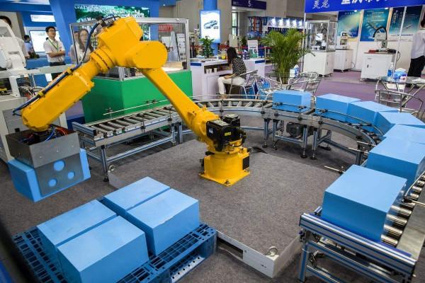 工业机器人实现生产自动化的优势日渐显现 ()