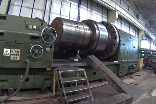 大型车床加工15吨水轮机轴这切削深度不敢想, 干废一根会怎样?