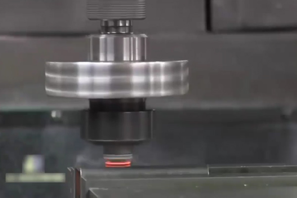 超先进自动焊接机械, 焊纹比老师傅焊得还漂亮 ()
